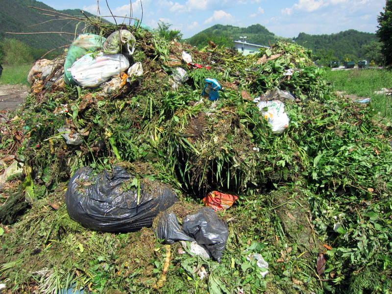 Biološki odpadki po iztresanju iz vozila
